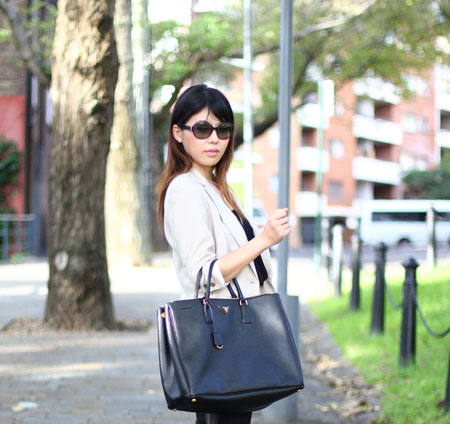 prada-saffiano-leather-tote-1