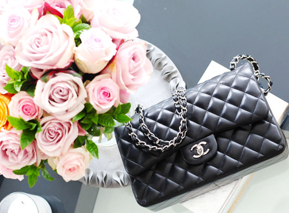 chanel-2.55-double-flap-large-modelling-pic-1