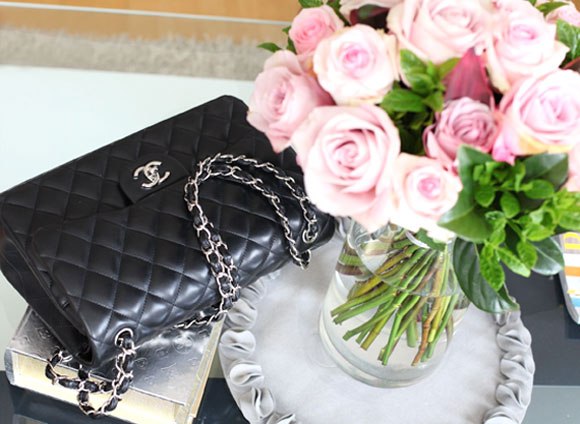 chanel-2.55-double-flap-large-modelling-pic-2