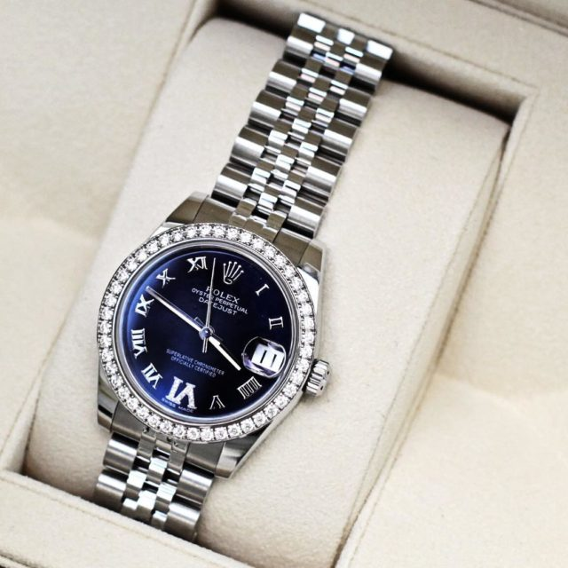 Here is my new watch love the midnight blue face and it looks more black irl #revealed #rolex #rolexwatch #blogger…