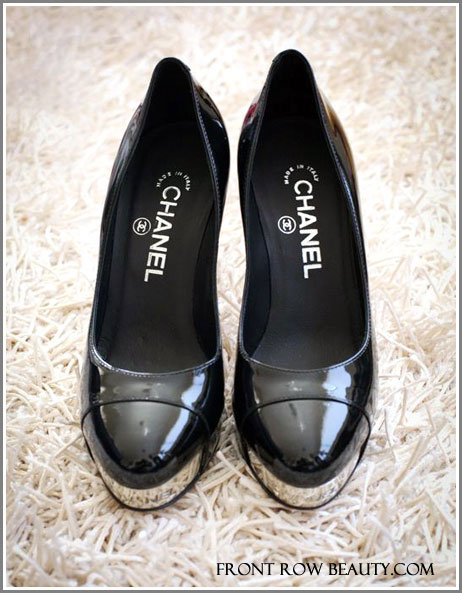 chanel-patent-leather-black-pump-metal-toe-1
