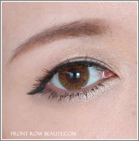 burberry-sheer-eye-shadow-pale-barley-22-spring-2012-collection-swatch-eotd