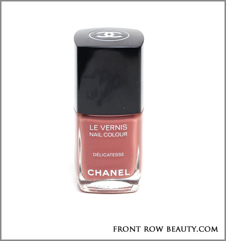 Twin-Sets-de-Chanel-le-vernis-vogues-fashion-night-out--delicatesse-2012-swatch