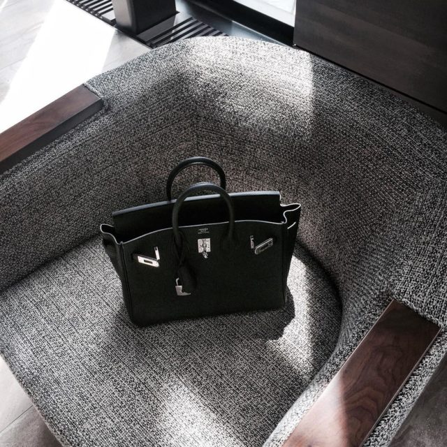 So in love with this beauty ❤️ #birkin25 #hermesbirkin25 #hermesbirkin #botd #bagoftheday #luxe #luxuryfashion #hermeslover #birkinbag #blackbirkin #luxurystyle #mystyle #hermesbag…