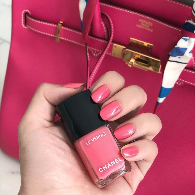 Pink on pink on Valentine's Day Wearing a new nail color shade from the #Chanel spring collection #newin #perfectpinknails #chanellevernis…