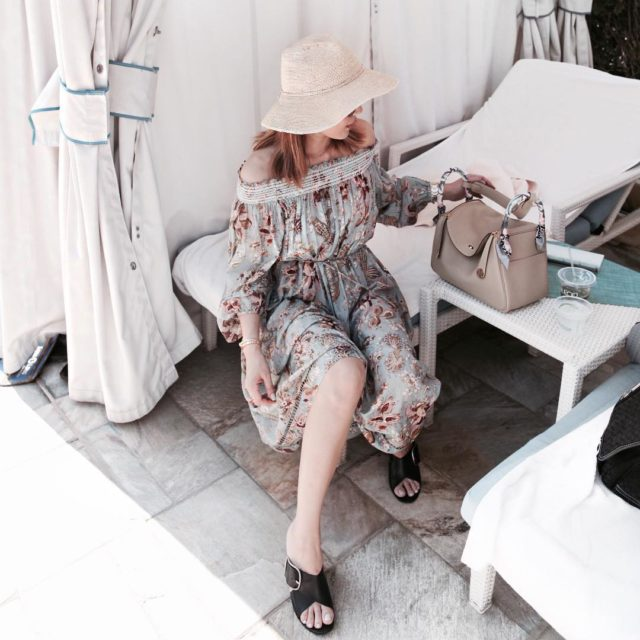 When your twillies match your dress #ootd #whatiwear #outiftoftheday #resortwear #zimmermann #hermes #hermeslindy #lookoftheday #beachlife #vacay #hawaii #instastyle #instatravel