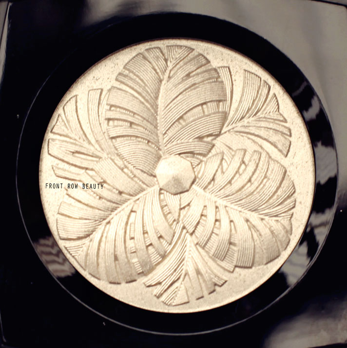 chanel-plumes-precieuses-holiday-2014-collection-camelia-de-plumes-highlighting-powder-swatch-review-1