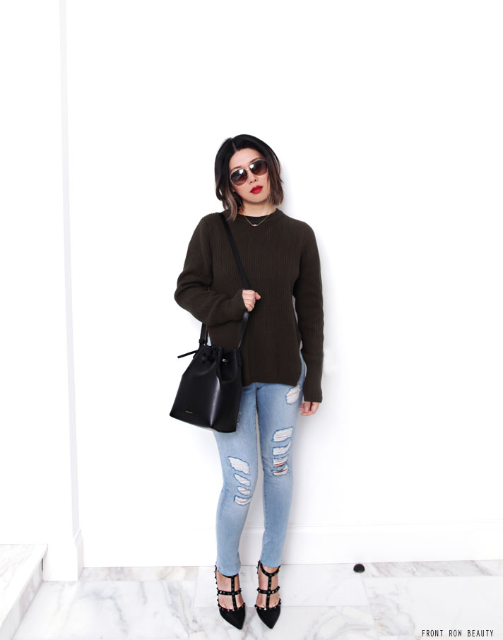 bassike-sweater-knit-frame-denim-le-skinny-de-jeanne-distressed-valentino-rockstud-noir-pump-mansur-gavriel-mini-bucket-bag-ootd-1