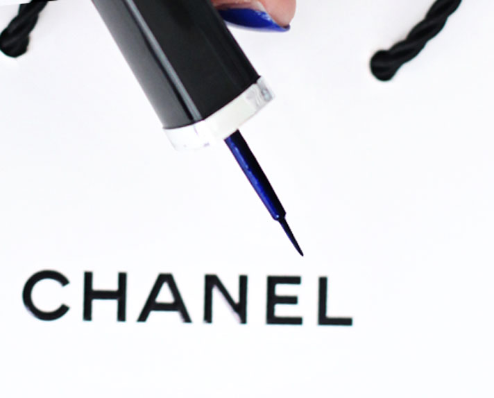 chanel-Liquid-Eyeliner-LIGNE-GRAPHIQUE-Dream-Blue-review-swatch-1