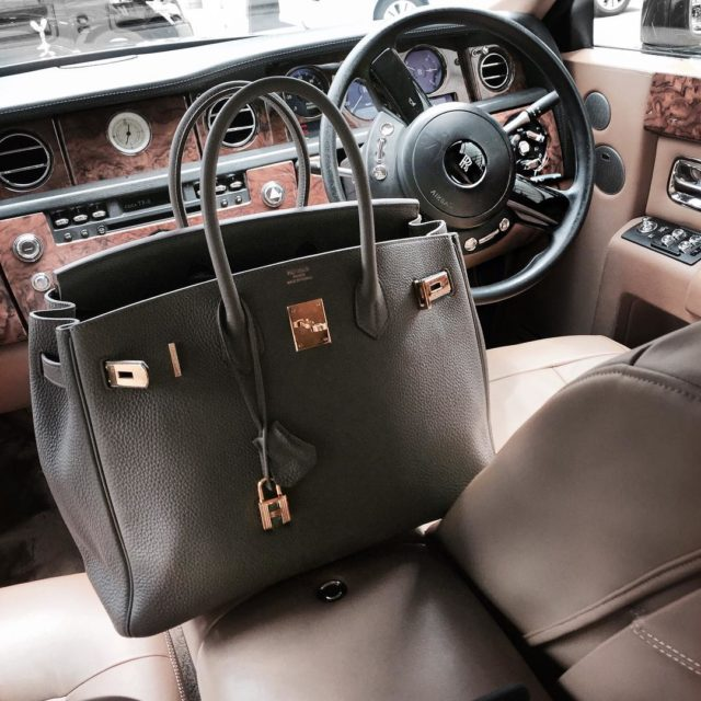 Bag shot on the way to the airport ❤️ #botd #birkinetain #hermes #hermesbag #rollsroyce #luxury #luxurystyle #lifestyleblogger #fashionlover #etain #hermesbirkin…