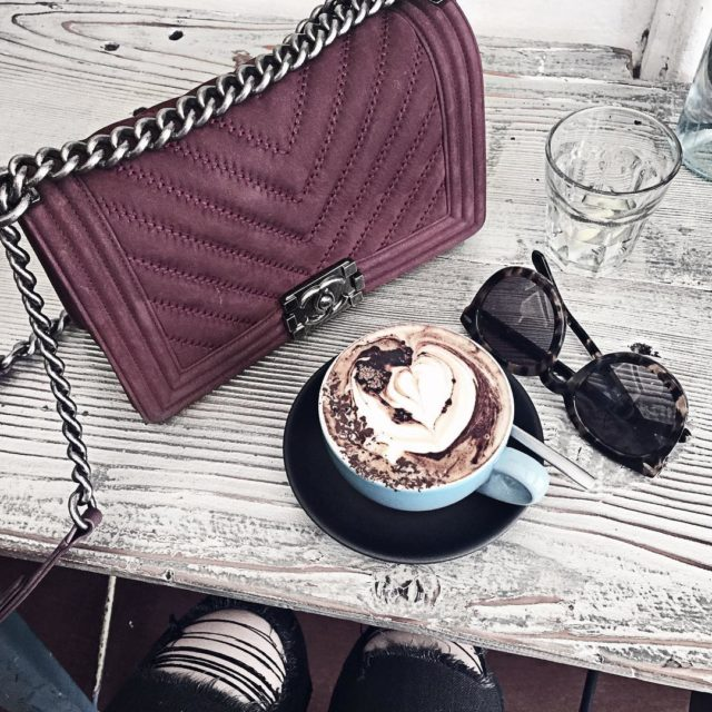 Monday morning ☕️ #bagoftheday #chanelboybag #chanel #karenwalker #fromabove #luxe #blogger