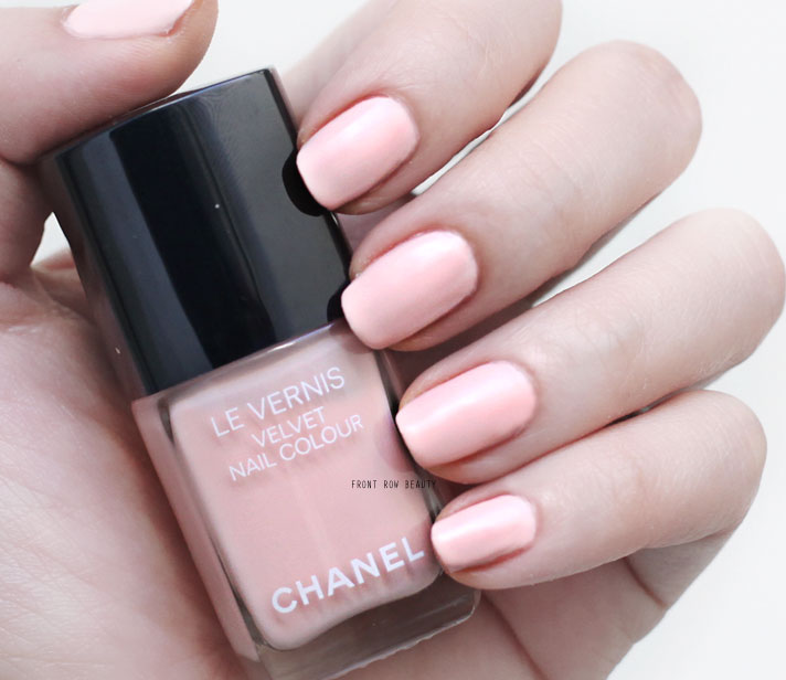 chanel-libre-holiday-2016-collection-velvet-nail-colour-pink-rubber-542-swatch-review-3