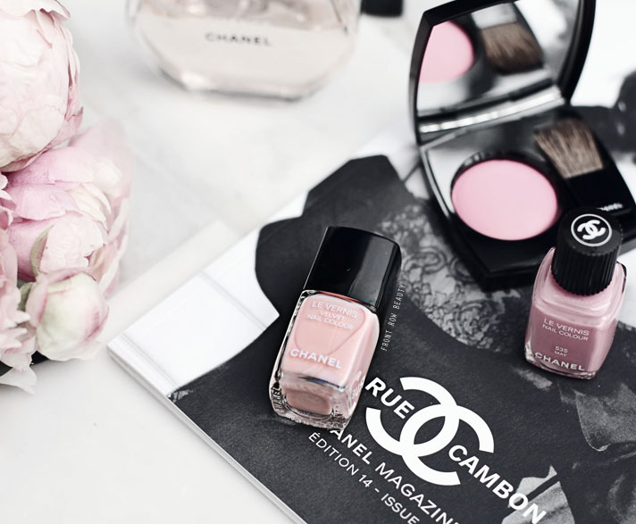 chanel-libre-holiday-2016-collection-velvet-nail-colour-pink-rubber-542-swatch-review