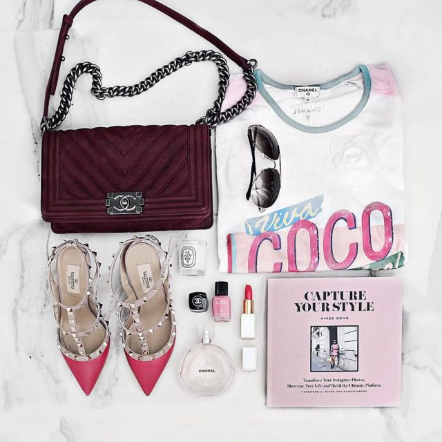 Friday pink #flatlay #chanel#chaneboybag #chanelcoco#chanelcuba #valentinorockstud #luxe #blogger