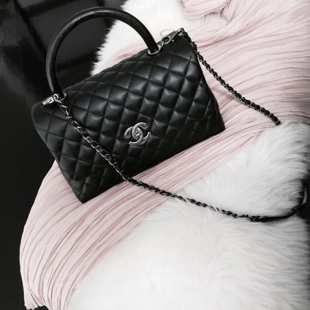 Finally this bag is mine #chanel small coco handle in black with lizard handle #bagoftheday #bagfie #chanellover #chanelcocohandle #chanelbag #luxury…